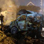 Kereta terbakar setelah di bom. Istanbul, Turkey, December 10, 2016. REUTERS/Murad Sezer